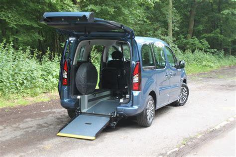 voiture pour personne handicap 233 e en fauteuil roulant handynamic fr