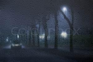 Nasse Fenster über Nacht : einsam auto in den nebligen regnerischen nacht durch eine nasse fenster d nemark gesehen ~ Markanthonyermac.com Haus und Dekorationen