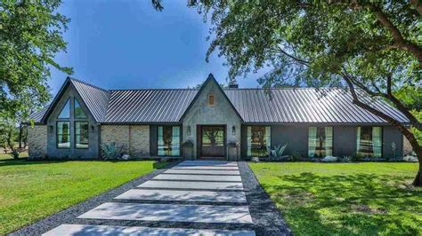 This Beautiful 'fixer Upper' Home Could Be Yours