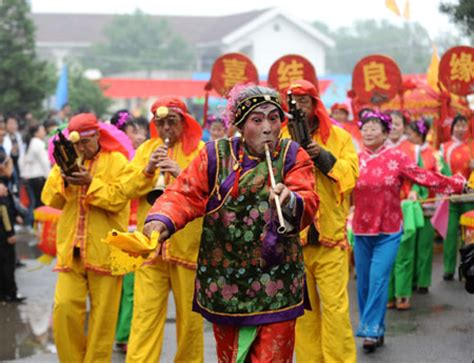 Dragon Boat Festival Traditions And Customs by Dragon Boat Festival Woos Chinese Back To Tradition