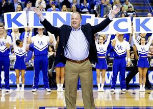 Mark Stoops applauds Kentucky's perfect hoops squad ...