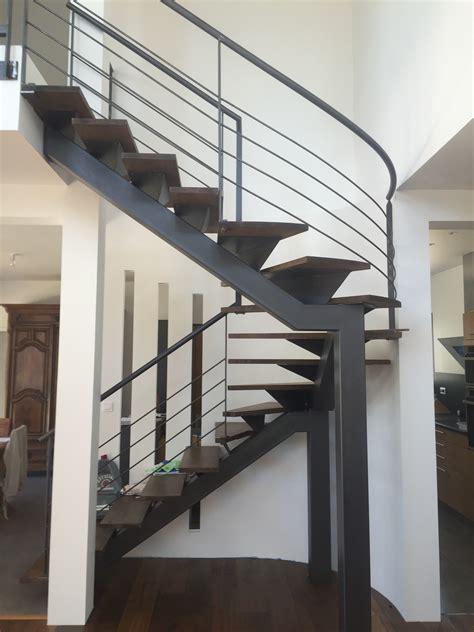 fabrication d un escalier m 233 tallique et bois dans le gard 224 uz 232 s