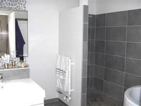salle de bain blanc et collection et carrelage gris anthracite salle de bain photo