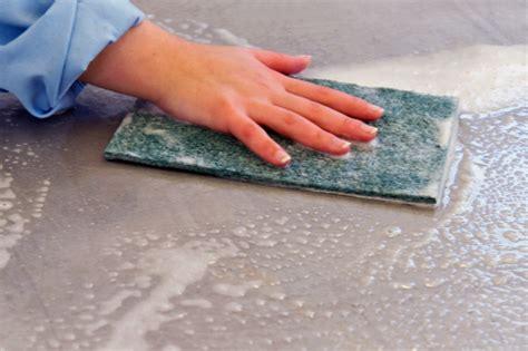nettoyer les joints de carrelage sol et mural d une salle de bain