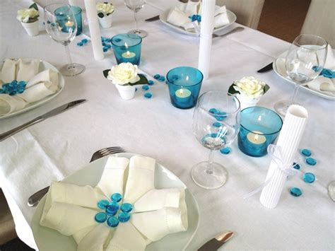 d 233 co de table bleu et blanc communion
