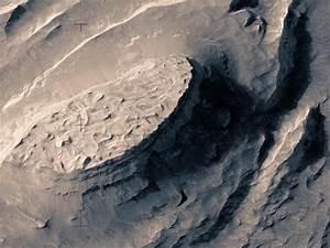 VIDEO. Un incroyable survol des reliefs de Mars à partir ...