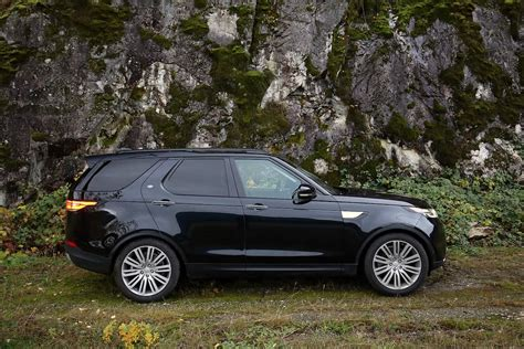 The New 2018 Land Rover Discovery Updated Look With Same