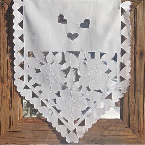rideau brise bise triangle coton blanc coeurs et fleurs ajour 233 s