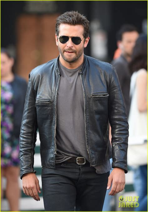 Bradley Cooper Makes A Mad Dash Down The Street For His Latest Film! Photo 3172333 Bradley