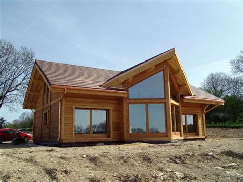 maison mur bois massif dans le doubs