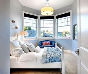 Schlafzimmer Romantisch Gestalten : ein kleiner erker macht das schlafzimmer romantisch die vielen kissen machen es gem tlich ~ Markanthonyermac.com Haus und Dekorationen
