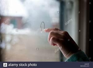 Nasse Fenster über Nacht : window drawing finger stockfotos window drawing finger bilder alamy ~ Markanthonyermac.com Haus und Dekorationen