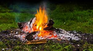 Feuerstelle Im Garten Erlaubt : ist lagerfeuer im eigenen garten erlaubt das gartenmagazin ~ Markanthonyermac.com Haus und Dekorationen