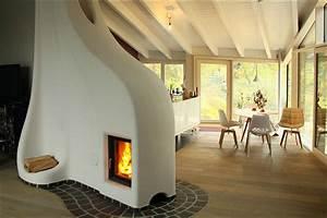 Lehm Und Feuer : ein speicherofen von lehm und feuer gemauert wie ein traditioneller kachelofen vereint die ~ Markanthonyermac.com Haus und Dekorationen