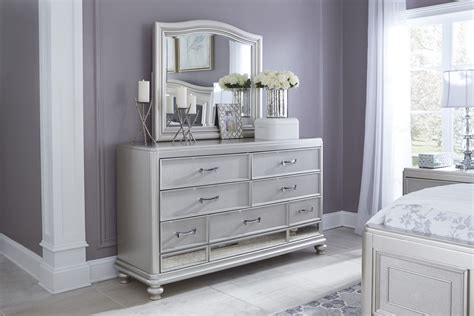 Coralayne Silver B650 4 Pc King Bedroom Set Chest Of Drawers Montreal Kenlin Replacement Drawer Glides Mckinley 3 Storage Entryway Bench Small Dark Wood 6 Unit With Wicker What Is The On Your Oven For My Canadian Tire