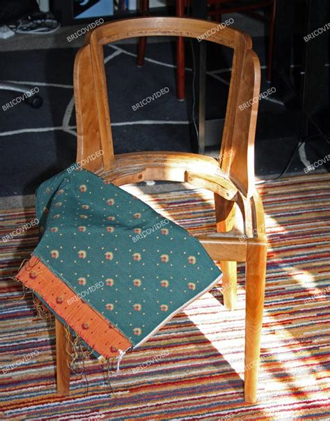bricolage restauration d une chaise en bois refaire assise dossier et pose du tissu