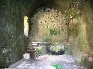 Inside the Valle dei Mulini in Sorrento abandoned mills ...