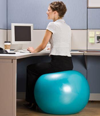 voici pourquoi vous devriez changer votre chaise contre un ballon de mon guide sport