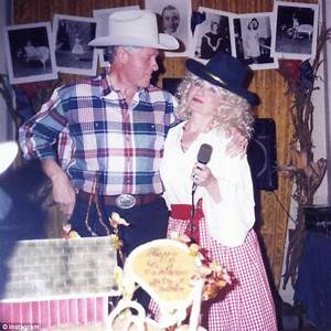 Hillary Clinton shows off her Dolly Parton costume in ...