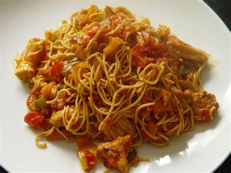 wok de poulet et courgettes au curry et ses nouilles chinoises