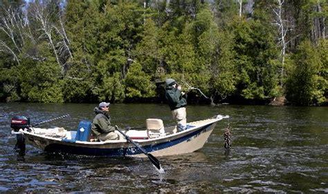 Drift Boat Plug Fishing by Michigan Fishing Guide Mi Steelhead Fishing Mi Trout Fishing