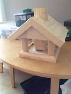 Vogelhäuschen Bauen Anleitung : die besten 25 vogelfutterhaus selber bauen ideen auf pinterest vogelfutterhaus bauen ~ Markanthonyermac.com Haus und Dekorationen