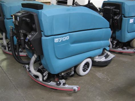 tennant 5700 floor scrubber reconditioned