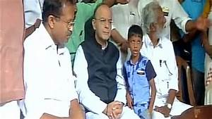 'Visit us also', say Left workers as Arun Jaitley meets ...