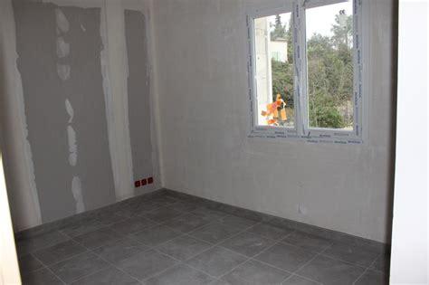 plinthes et salles de bain vers une nouvelle maison