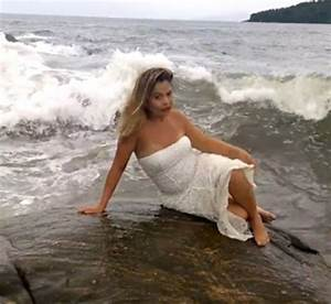 Vidow shows awkward mermaid woman's picture ruined by a ...