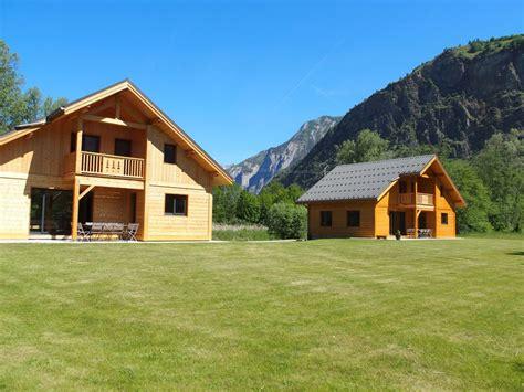 les chalets jumeaux laurent bourg d oisans location de vacances chalet avec terrasse dans