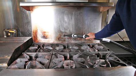 comment nettoyer un four avec un nettoyeur vapeur