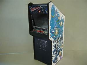Asteroids Deluxe Miniature Arcade Machine Model 1/12th Scale