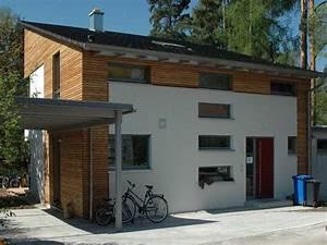 Engelhardt Und Geissbauer : einfamilienhaus holzhaus modern fenster pultdach holzfassade carport dachfenster efficiento ~ Markanthonyermac.com Haus und Dekorationen