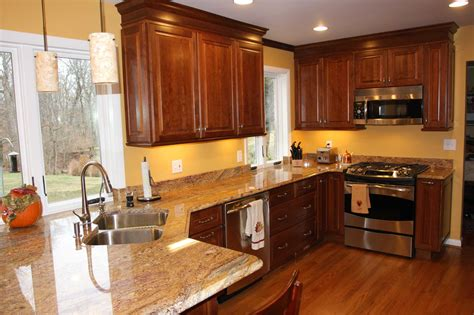 Fabulous Kitchen Cabinet Paint Colors 2018 Also Trends Kitchen Decor Yellow White Galley Pictures Hgtv Small Makeovers Units Kitchener Waterloo Transit Cottage Ideas French Country Pinterest