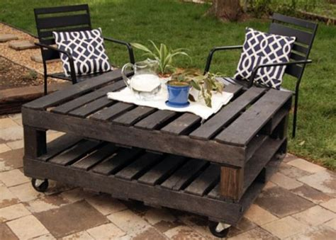 Outdoor Wood Coffee Table – 20 DIY Pallet Coffee Table Ideas