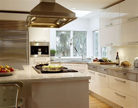 Kitchen Corner Decorating Ideas, Tips, Space-saving Solutions Nautical Decor Living Room Remodeling Ideas For Furniture Table Sets Cheap Overhead Lighting Primitive Better Homes And Gardens Best Deals On