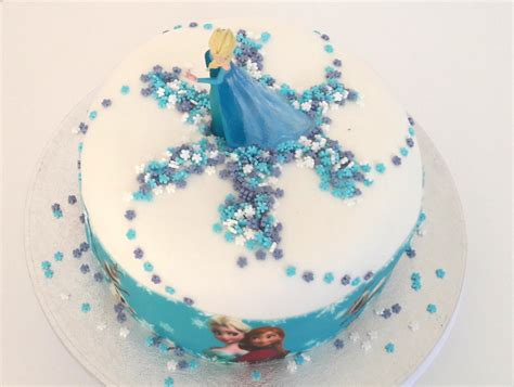 faire gateau reine des neiges ruban pate a sucre univers cake