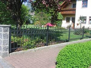 Betonpfosten Für Zaun : zaun aus metall oder aus holz e ~ Markanthonyermac.com Haus und Dekorationen