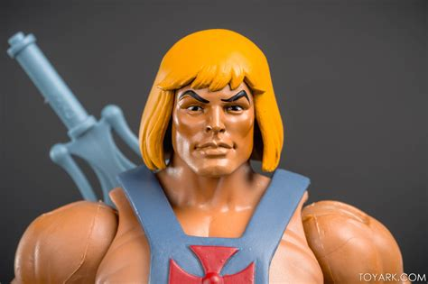 Masters Of The Universe Club Grayskull In-hand
