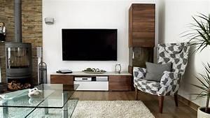 Dunkler Boden Weiße Sockelleisten : wohnzimmer dunkler boden heller teppich glastisch dunkle wohnwand grosser flachbildfernseher ~ Markanthonyermac.com Haus und Dekorationen