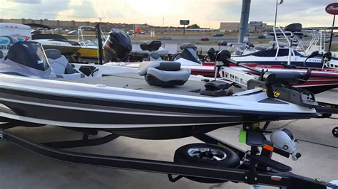 Skeeter Bass Boat Youtube by 2016 Skeeter Zx 225 White And Blue Youtube