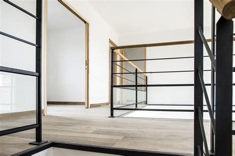 vue du haut de l escalier le garde corps mezzanine en acier divinox