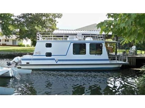 Catamaran Houseboat For Sale by 2003 Catamaran Cruisers Lil Hobo House Boats Pinterest