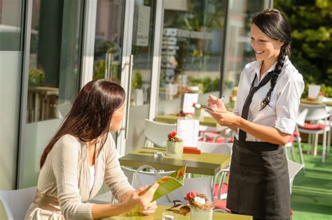 Ordering Lunch An Hour Early Is Healthier  The Complete Woman