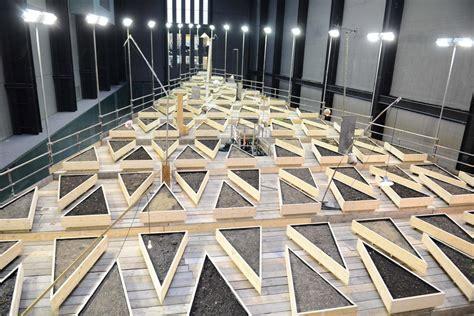tate modern turbine abraham cruzvillegas s new work empty lot features 23 tonnes of soil