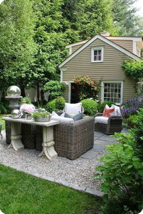 Pea Gravel Patio Designs by Best 25 Cottage Patio Ideas On Cottage