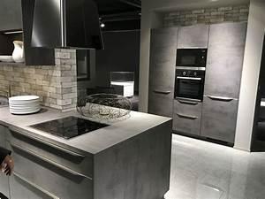 Küche Selber Bauen Beton : so sch n kann eine graue k che mit betonoptik sein damit liegt ihr voll im trend mehr zu ~ Markanthonyermac.com Haus und Dekorationen