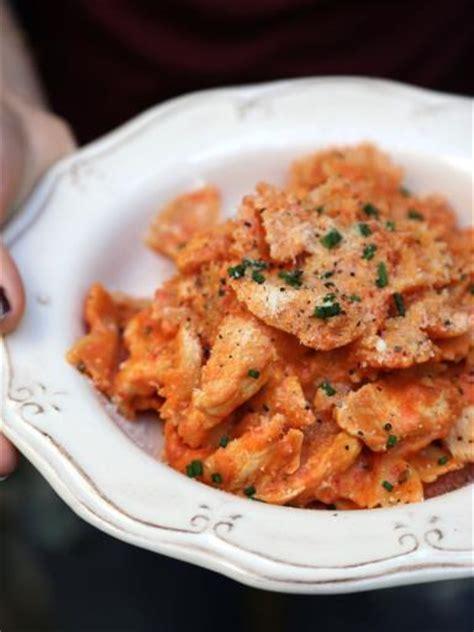 one pot pasta de farfalles cr 233 meuses au poulet recette d one pot pasta de farfalles cr 233 meuses