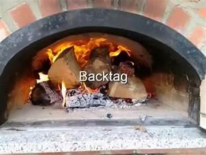 Lehmbackofen Selber Bauen : anfeuern eines holzbackofens doovi ~ Markanthonyermac.com Haus und Dekorationen